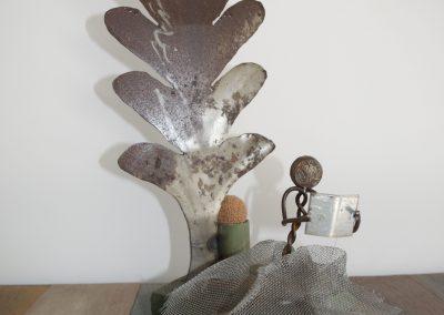La lettrice, scultura in ferro