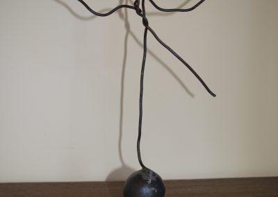 L'equilibrista, scultura in ferro